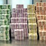 Viele Geldscheine in Euro